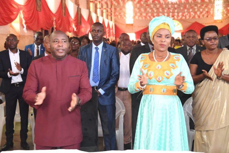 Umuryango wa Sebarundi wasangiye inkuka ya misa n'abakristu ba Paruwasi Giheta