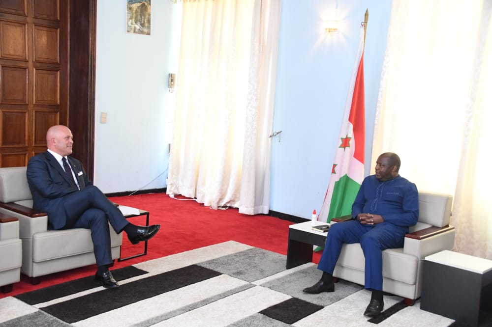 Nyenicubahiro Varisito Ndayishimiye yakiriye uwuserukira igihugu c'Ubutariyano mu Burundi