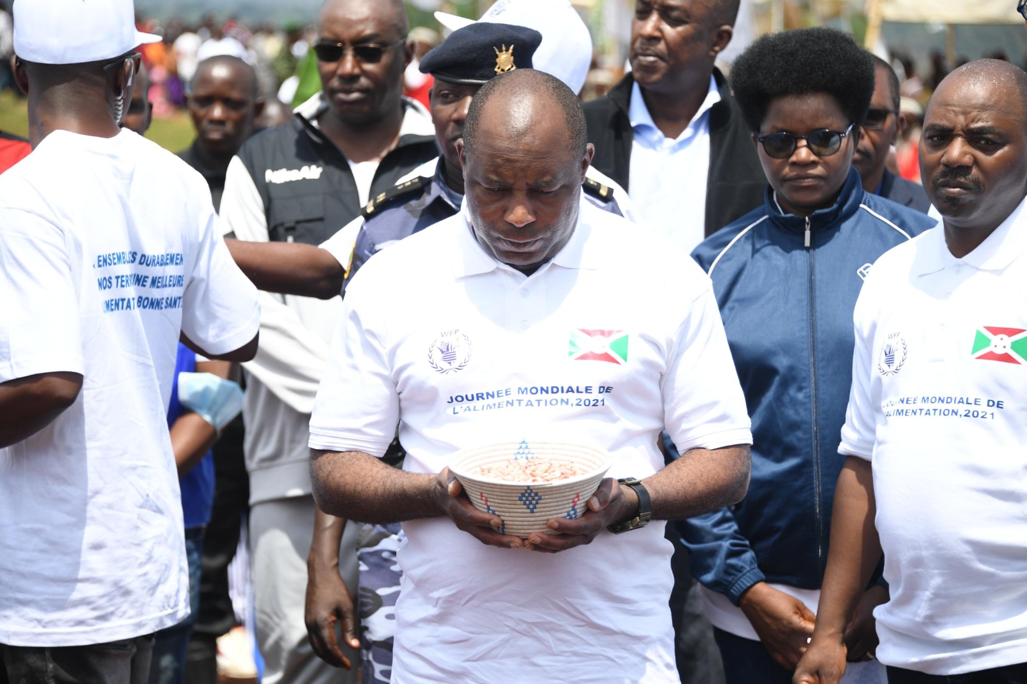 Umukuru w'igihugu Ndayishimiye yatanguje icese irima ry'agatasi